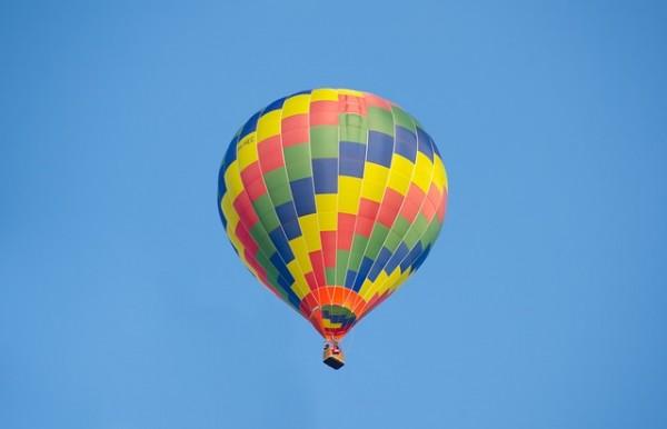 hot-air-balloon-2786063_640