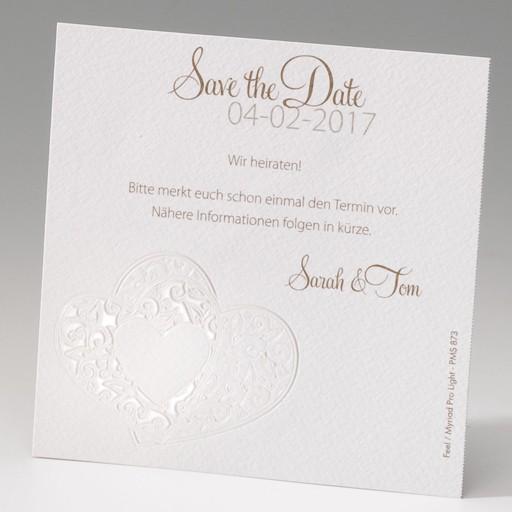 """Beigefarbene """"Save the Date""""-Karte mit foliengeprägten Herzen"""