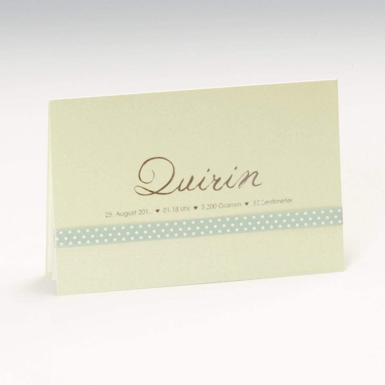 Mintgrüne Babykarte mit individueller Silberfolienprägung und grünem Band, Einleger und Kuvert weiß.