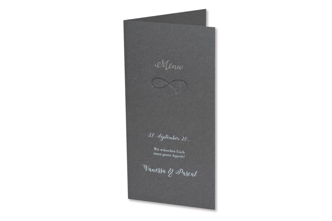 Mit der Menukarte Unendlichkeit, als besonderes Zeichen Ihrer Liebe, laden Sie Ihre Gäste zum aufwendig ausgesuchten Hochzeitsmenu ein. Jetzt bestellen.