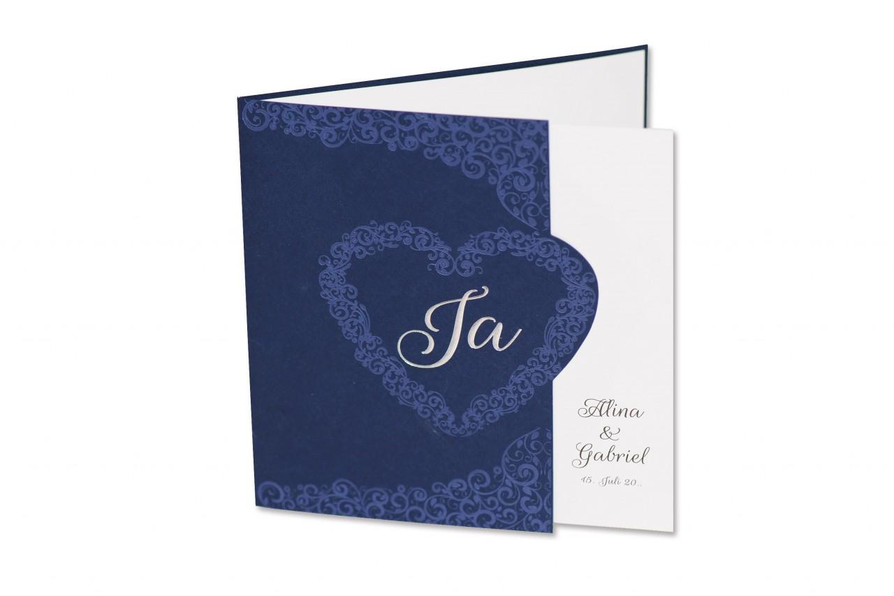 Die Hochzeitskarte Heart sagt mehr als tausend Worte: zwei Verliebte laden zur traumhaft romantischen Hochzeitsfeier ein. Jetzt online bestellen.