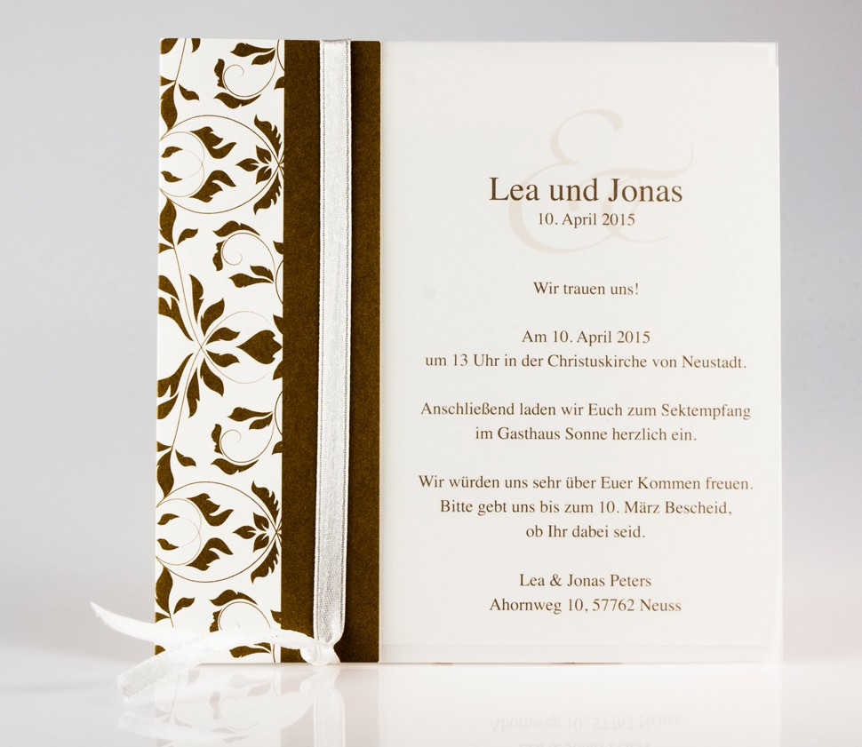 Schlichte Einladungskarte mit braunen Ranken