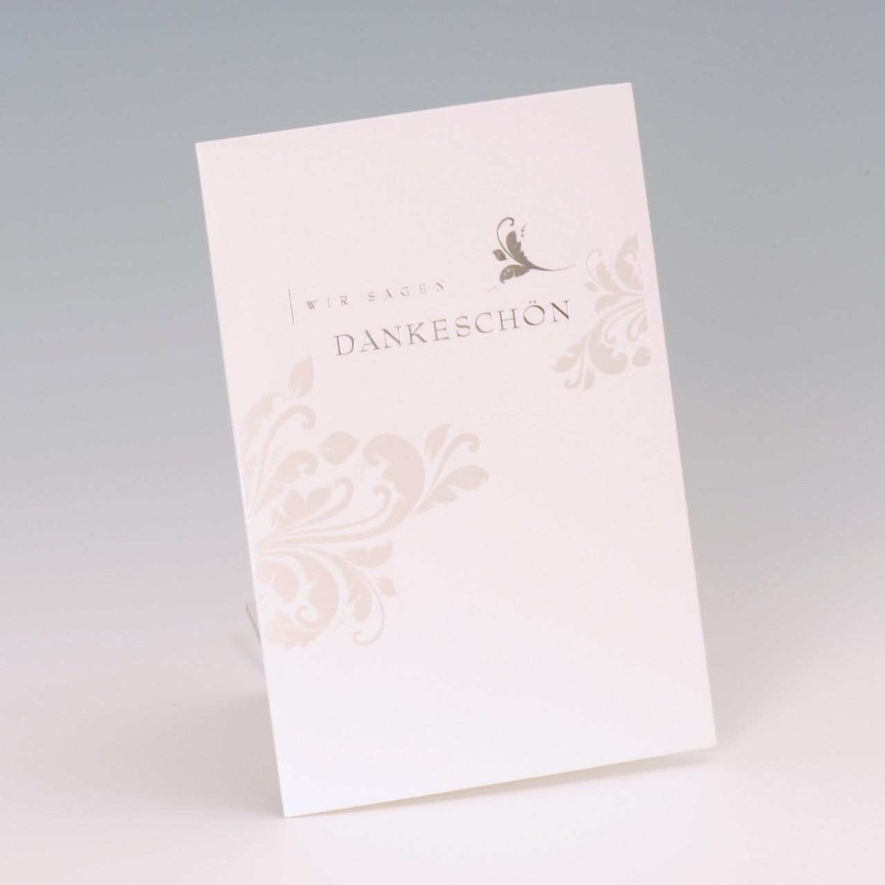 Die Dankkarte grau wirkt sehr zurückhaltend und bedankt sich auf stilvolle Art für die gelungene Hochzeitsfeier. Jetzt online hier bei uns bestellen.